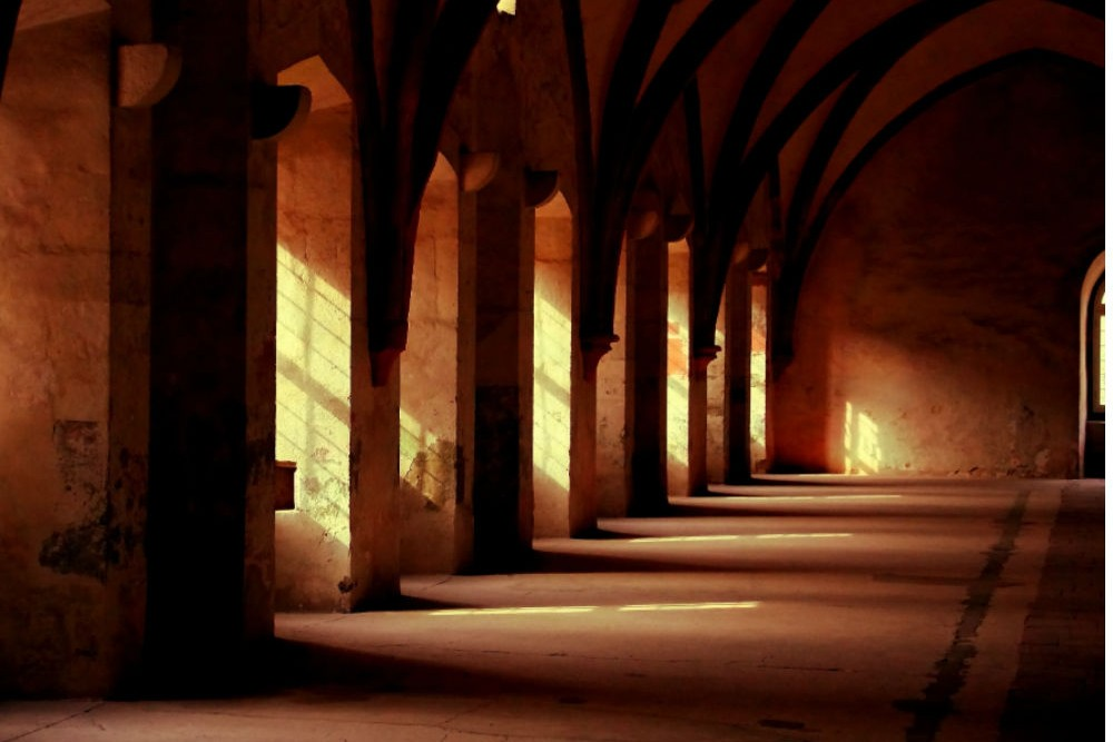 building-church-cloister-3958-web
