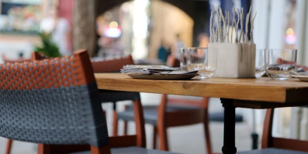 city-restaurant-table-pavement-large-web